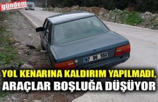 YOL KENARINA KALDIRIM YAPILMADI, ARAÇLAR BOŞLUĞA...