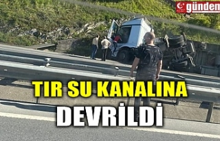 TIR SU KANALINA DEVRİLDİ