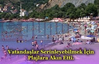 Vatandaşlar Serinleyebilmek İçin Plajlara Akın...
