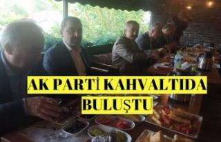 AK PARTİ KAHVALTIDA BULUŞTU