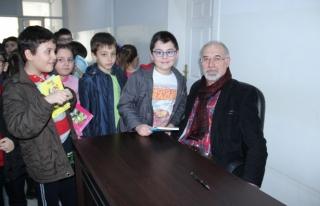 Yazar Adnan Özveri öğrencilerle buluştu