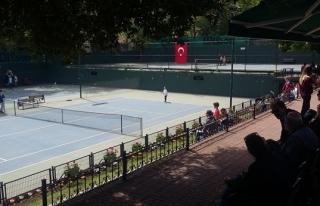 Türkiye 14 yaş yaz kupası tenis şampiyonası Zonguldak´ta...