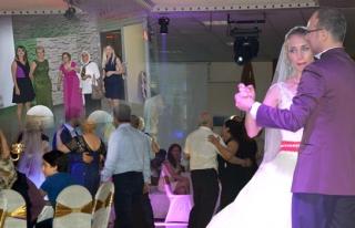 Veziroğlu,kızı Vildan´ı evlendirdi