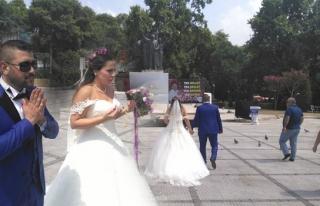 Nikahın ardından Anıt önünde Şehitler için...
