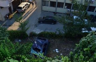 Kontrolden çıkan otomobil lojman bahçesine uçtu:...