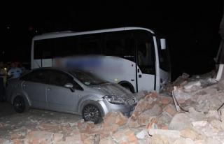 Ereğli´de duvar çöktü, iki araç zarar gördü