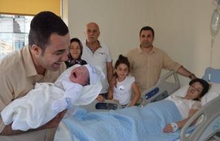 Elçi ikinci kez baba oldu