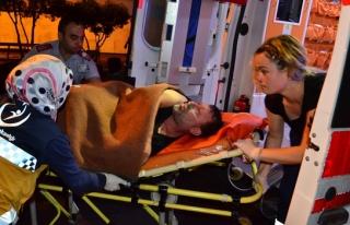 Dalgaların arasında kalan eşini ölümden kurtardı