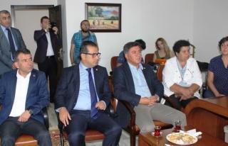 CHP milletvekilleri Eğitim-Sen´i ziyaret etti