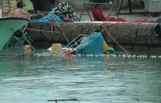 Balıkçı barınağında tekne battı