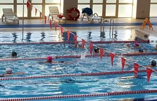 BEÜ Yarı Olimpik Havuzun ilk ziyaretçileri minik...