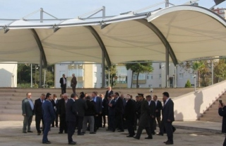 Başkan Nuri Tekin; köy muhtarlarıyla incelemede...