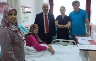81 yaşındaki hastanın mesanesinden 1 kiloluk tümör...