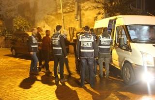 FETÖ operasyonunda gözaltına alınan 9 polisten...