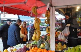 Uysal, pazar esnafını ziyaret edip çalışmaları...