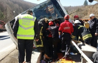 Türk Metal Sendikası otobüsü devrildi. Ölü ve...