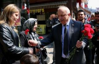 AK Parti'den vatandaşlara karanfil