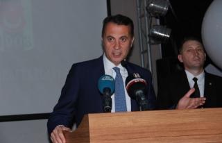 Şampiyonluk Kupasını Gören Taraftarlar Kısa Süreli...