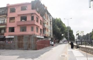 Kamulaştırılan binalar yıkıma başlandı.