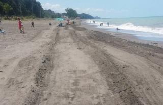 Akçakoca'da Kumsallar Temizleniyor