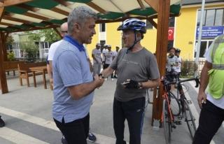 Bisiklet Sevdalılar Türk Bayrağını Başkan Yiğit'e...