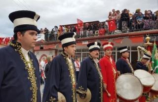 Atatürk'ün Selamlara gelişinin 83.yılı törenle...