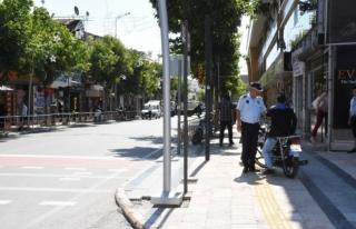 İstanbul Caddesinde motosiklet sürücülerine sıkı...