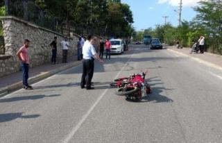 Kamyonetle motosiklet Çarpıştı; 2 Yaralı