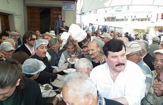 Camii önünde izdiham. Gazeteciler ne dağıttı?
