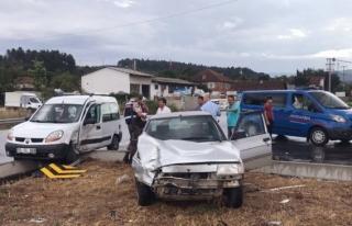 Üçköprü köyü kavşağında Trafık kazası:...