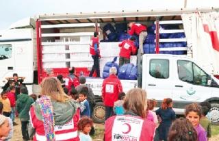 Türk Kızılayı, 66 mülteciye gıda ve giyecek...