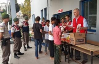 Mültecilere Kızılay Düzce Şubesinden Şefkat...