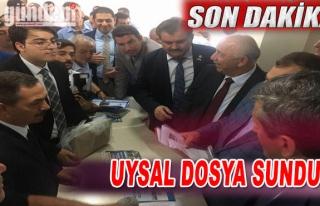 BAŞKAN UYSAL DOSYA SUNDU