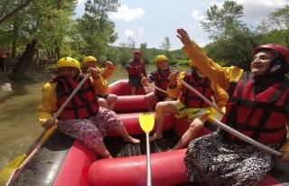 Melen Çayında Tatilcilerin Rafting Heyecanı