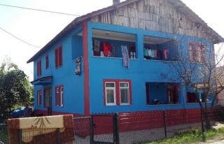 Fanatik Taraftar evini bordo-mavi renklere boyadı.