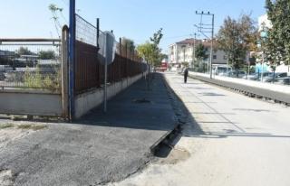 Şehrin muhtelif noktalarında asfaltlama Çalişmaları
