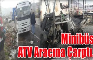 Minibüs, ATV aracına çarptı...