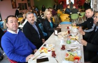 Okul Aile Birliği velileri kahvaltıda bir araya...