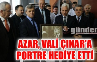 Azar, Vali Çınar'a portre hediye etti