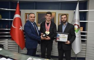 Bilek Güreşi şampiyonları başkan'a ziyaret