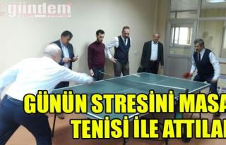 Günün stresini masa tenisi ile attılar