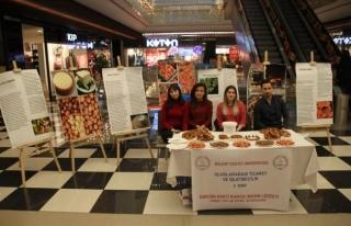 Öğrenciler, Zonguldak'ın yöresel lezzetlerini...