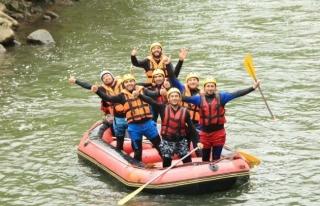 Raftingciler Melene Akın Etti