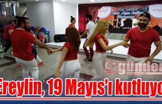Ereylin, 19 Mayıs'ı kutluyor