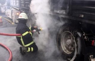 Soğancı Kavşağı'nda kamyon yangını