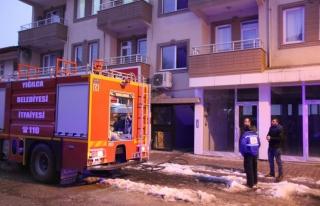 4 katlı evin çatısı alev alev yandı