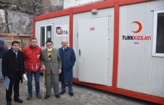 Türk Kızılayı'ndan evi yanan vatandaşa yardım...