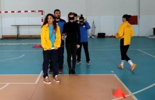 Düzce'de öğrenciler engellilerle spor yaptı