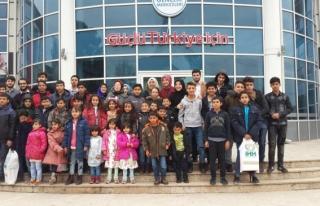 Gençlik Merkezinden Suriyeli çocuklara hediye...