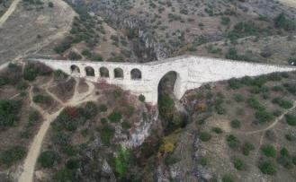 Sadrazam İzzet Mehmet Paşa'nın yaptırdığı 2 asırlık eserler ihtişamını koruyor